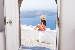 Tsitouras, Santorini - Between Beds