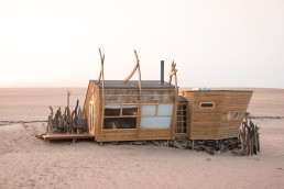 Shipwreck Lodge, Skeleton Coast, Möwe Bay, Namibia | Between Beds